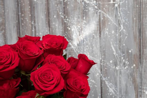 Schöne rote rosen. valentinstag - liebe.