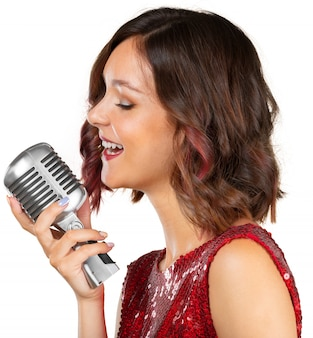 Schöne sängerin, die ein lied singt