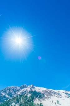 Schöne schneebedeckte berge landschaft kaschmir staat, indien