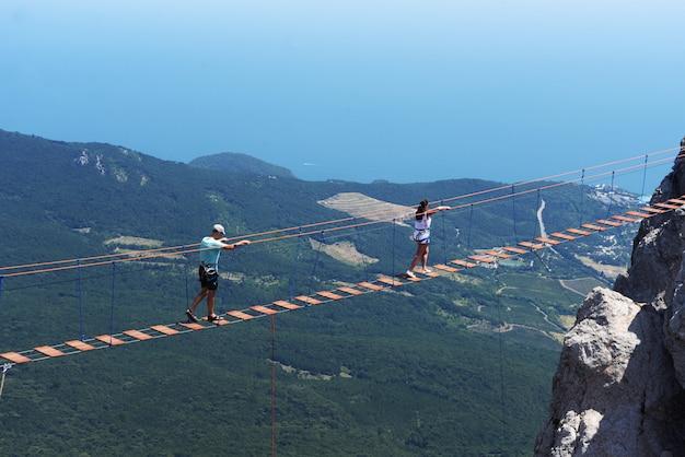 Schöne sichtbare landschaft auf den bergen von ai petri in jalta