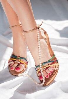 Schöne sommerschuhe und accessoires für damen