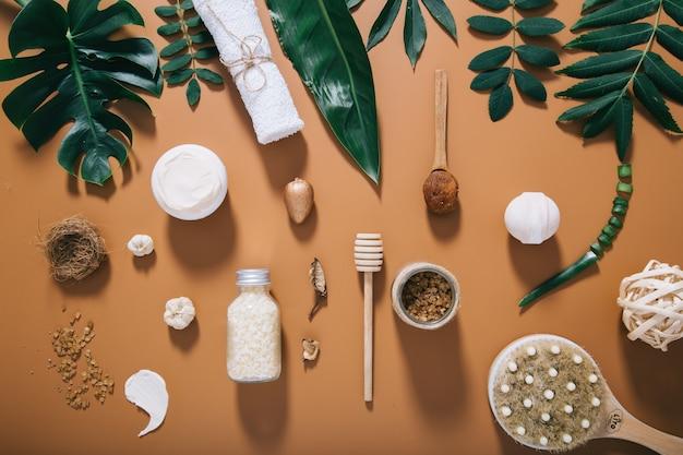 Schöne spa-komposition auf brauner wand zur verwendung im design