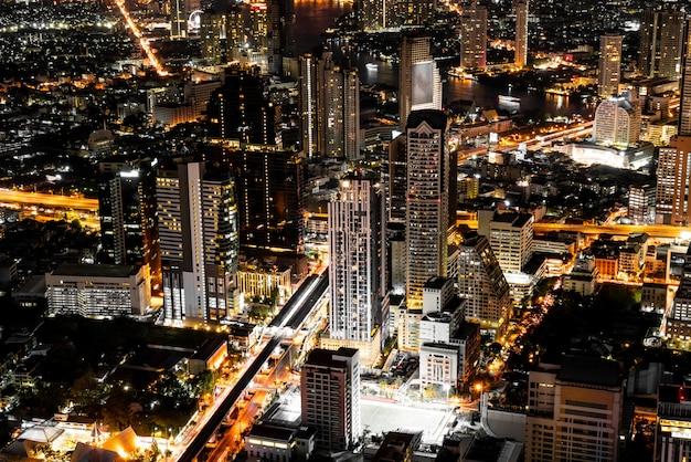 Schöne stadt mit architektur und gebäude in bangkok-stadtbild thailand