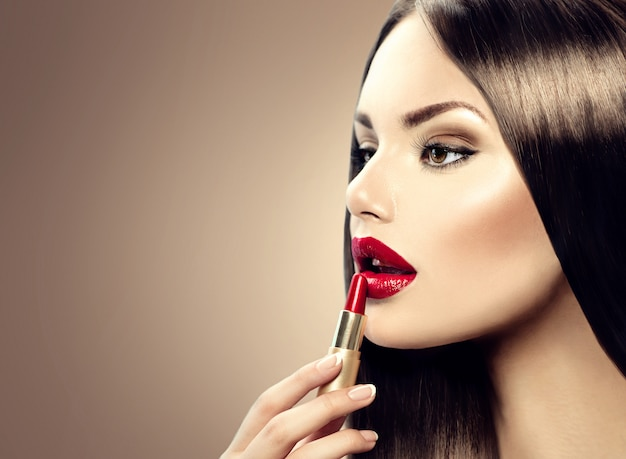 Schöne stilvolle frau mit make-up