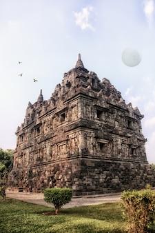 Schöne tempel auf der insel java, indonesien
