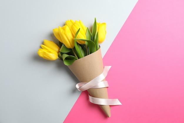 Schöne tulpen für muttertag auf licht, draufsicht