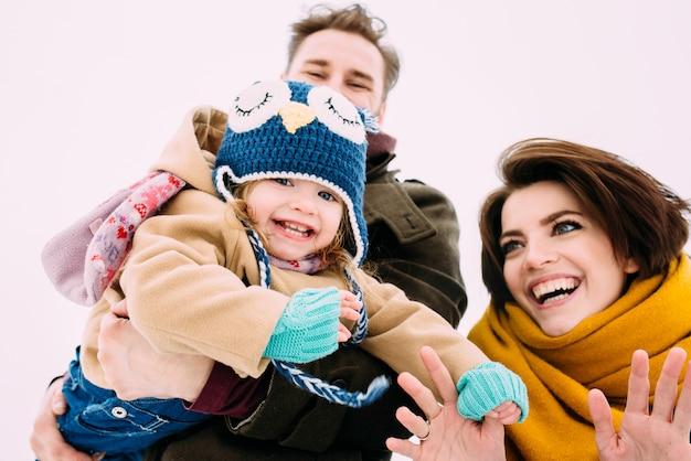 Schöne und glückliche familie
