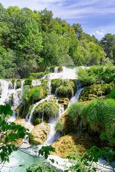 Schöne wasserfälle im nationalpark krka in kroatien