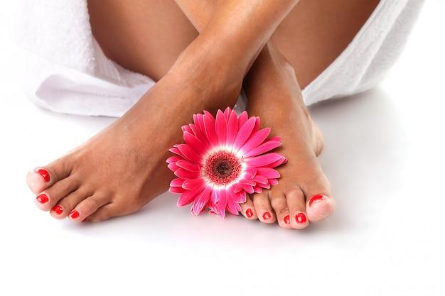 Schöne weibliche füße - fußpflege