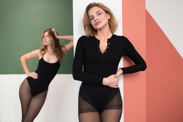 Schöne weibliche models in strumpfhosen