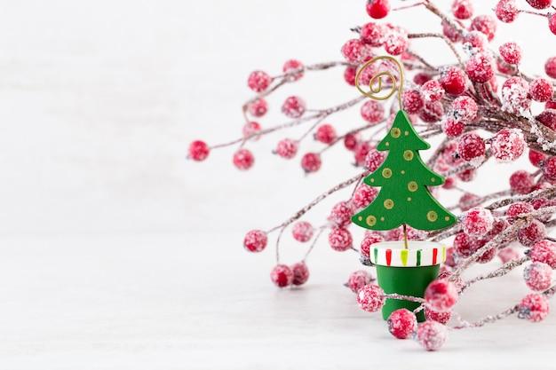 Schöne weihnachtsdekoration auf bokeh-lichtern