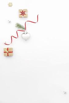 Schöne weihnachtsdekoration auf dem tisch