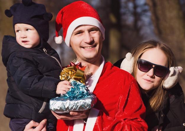 Schöne weihnachtsfamilie