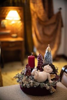 Schöne weihnachtsgeschenke. hausgemachte alternative weihnachtsbäume. dekor und dekoration.