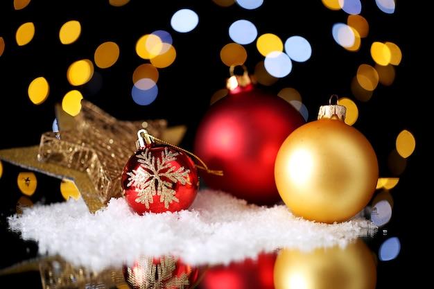 Schöne weihnachtskomposition auf dem tisch