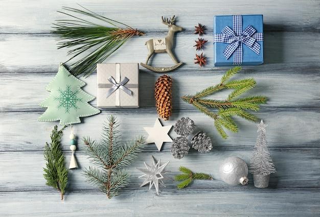 Schöne weihnachtskomposition auf holzuntergrund
