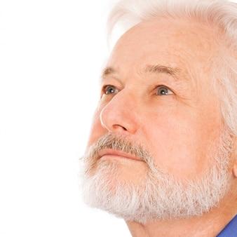 Schöner älterer mann mit bart