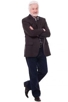 Schöner älterer mann mit grauem bart