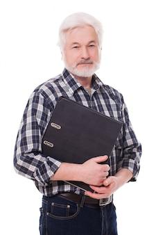 Schöner älterer mann mit koffer