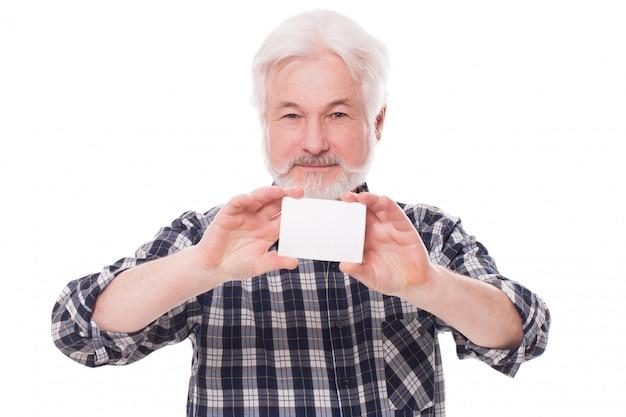 Schöner älterer mann mit papier