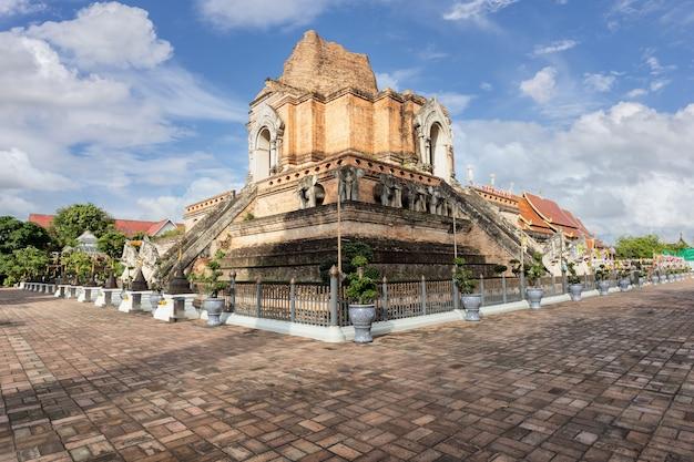 Schöner alter tempel in chiang mai, thailand