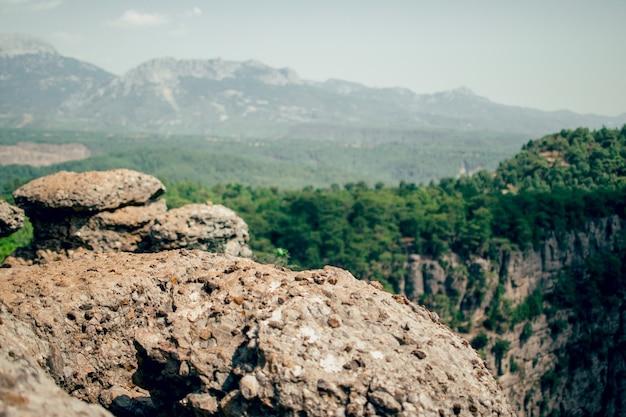 Schöner bergblick keine menschen am rand