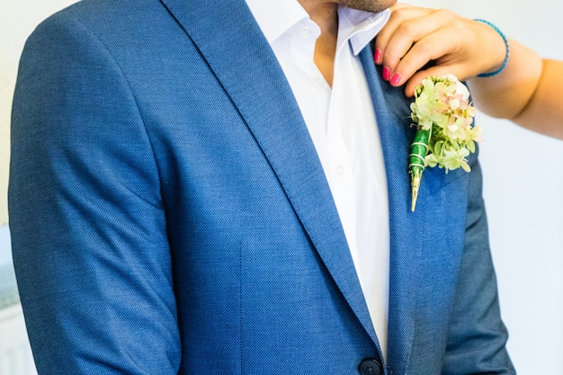 Schöner boutonniere des bräutigams