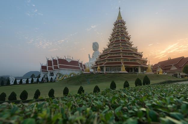 Schöner chinesisch-thailändischer tempel stlye