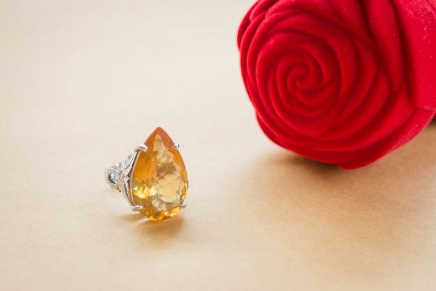 Schöner edelstein stein klassischer schmuck ring