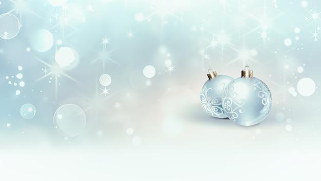 Schöner festlicher hintergrund mit zwei weihnachtskugeln auf einem hintergrund mit glänzendem unschärfeeffekt