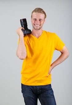 Schöner fotograf mit kamera