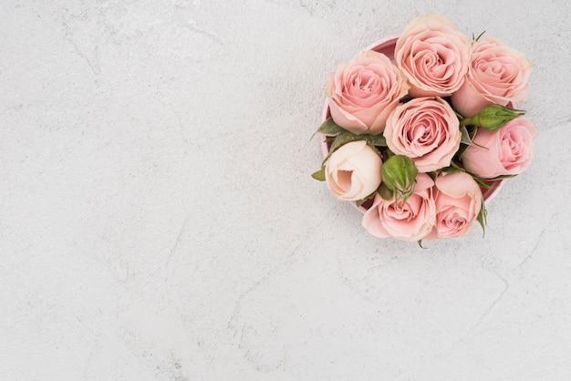 Schöner frühlingsstrauß der rosa rosen