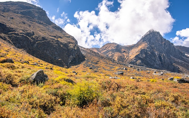Schöner glänzender berg, dolakha, nepal.