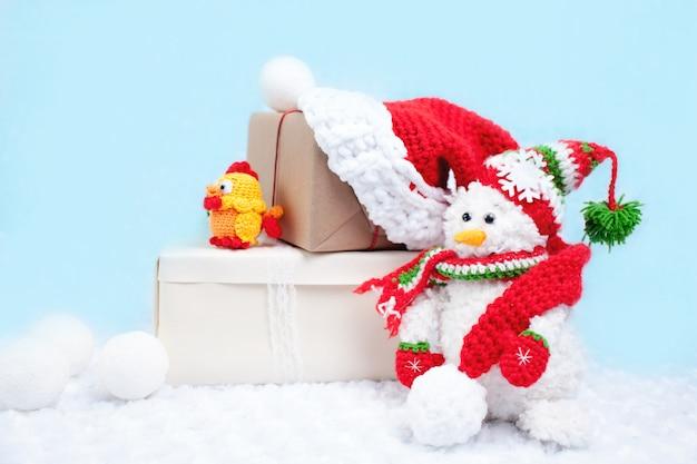Schöner handgemachter weihnachtsschneemann