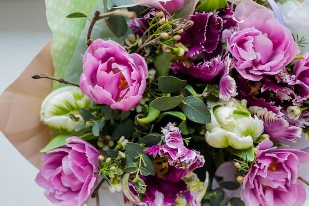 Schöner hochzeitsblumenstrauß von blumen