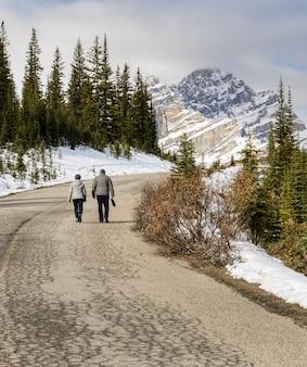 Schöner kanadischer rockies-berg an nationalpark banff in alberta, kanada.