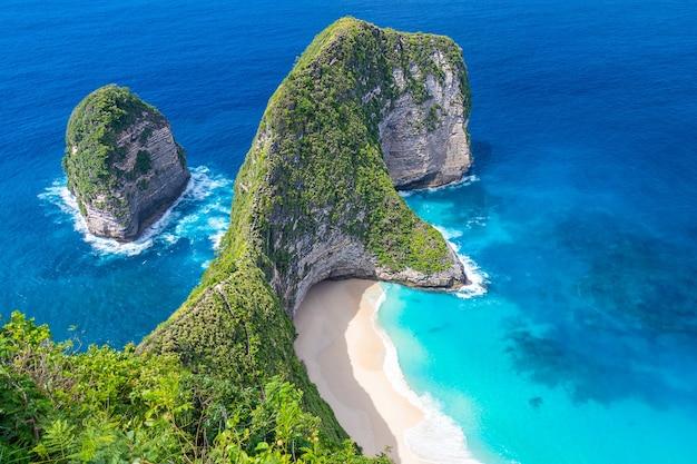 Schöner kelingking strand auf nusa penida insel bali