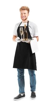Schöner kellner mit champagner auf weißer oberfläche