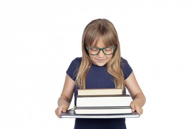 Schöner kleiner student mit brille und vielen büchern