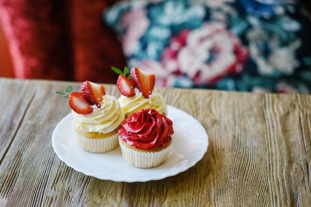 Schöner kuchen mit erdbeerpenny