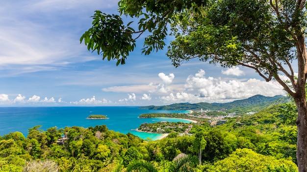 Schöner luftbildpunkt 3 strand von kata, kata noi, karon beach bei phuket, thailand.
