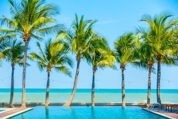 Schöner luxus-pool