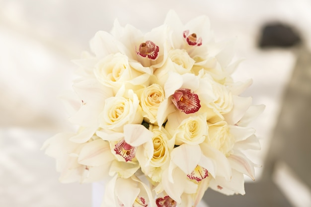Schöner luxusblumenstrauß für braut