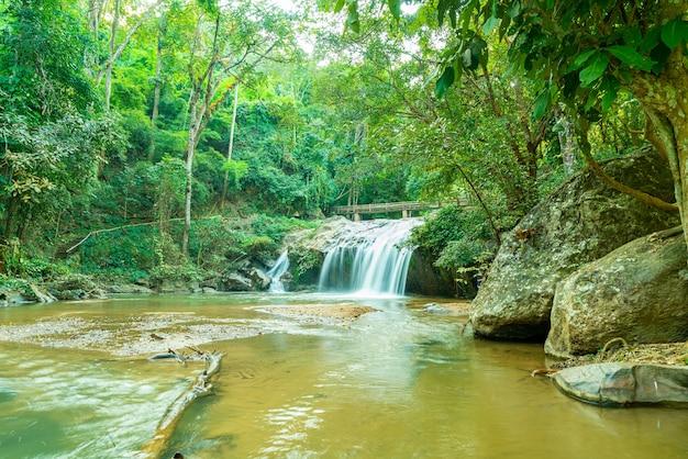 Schöner mae sa wasserfall in chiang mai, thailand