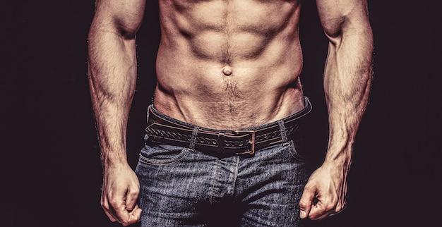 Schöner männlicher torso. sexy mann, nackter körper, nackter mann. sexy körper, nackter mann, nackter mann, muskulös. starke männer, bodybuilder, muskulöse männer.