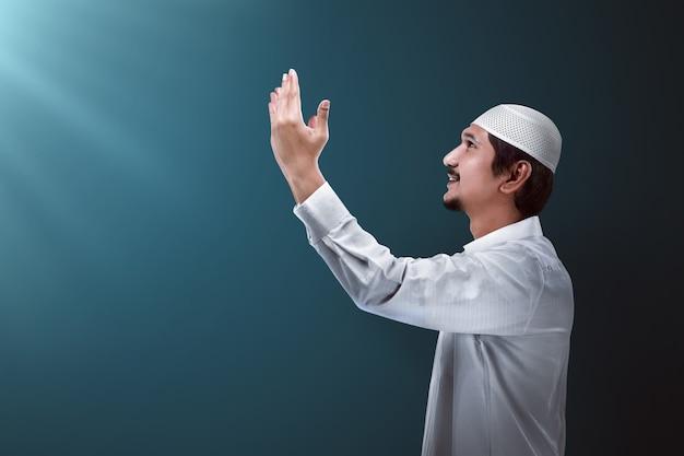 Schöner muslimischer mann