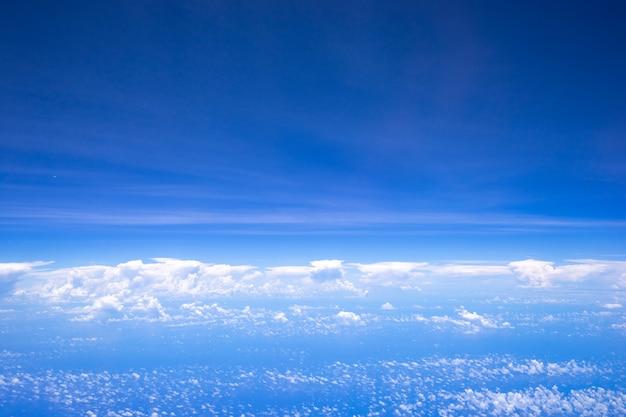 Schöner naturhintergrund des himmels und der wolken.