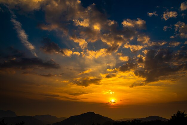 Schöner natursonnenuntergang