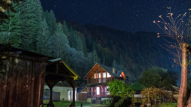 Schöner ort in den bergen