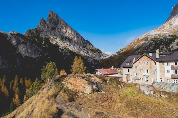Schöner panoramablick auf den berg im weltnaturerbe dolomiti in cortina d'ampezzo italien.